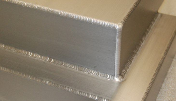 Aluminum housing with outside corner welds